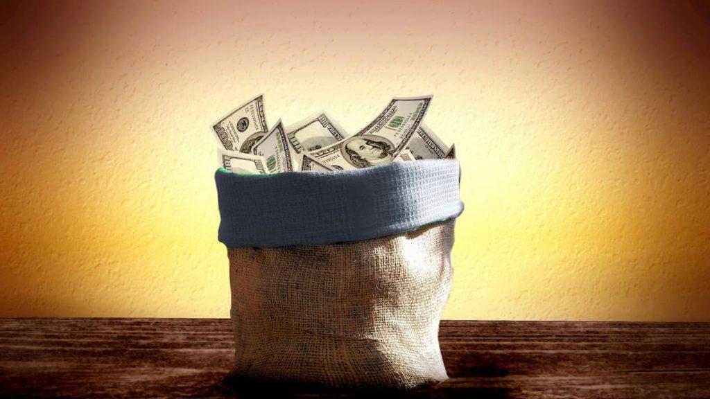 お金の入った袋