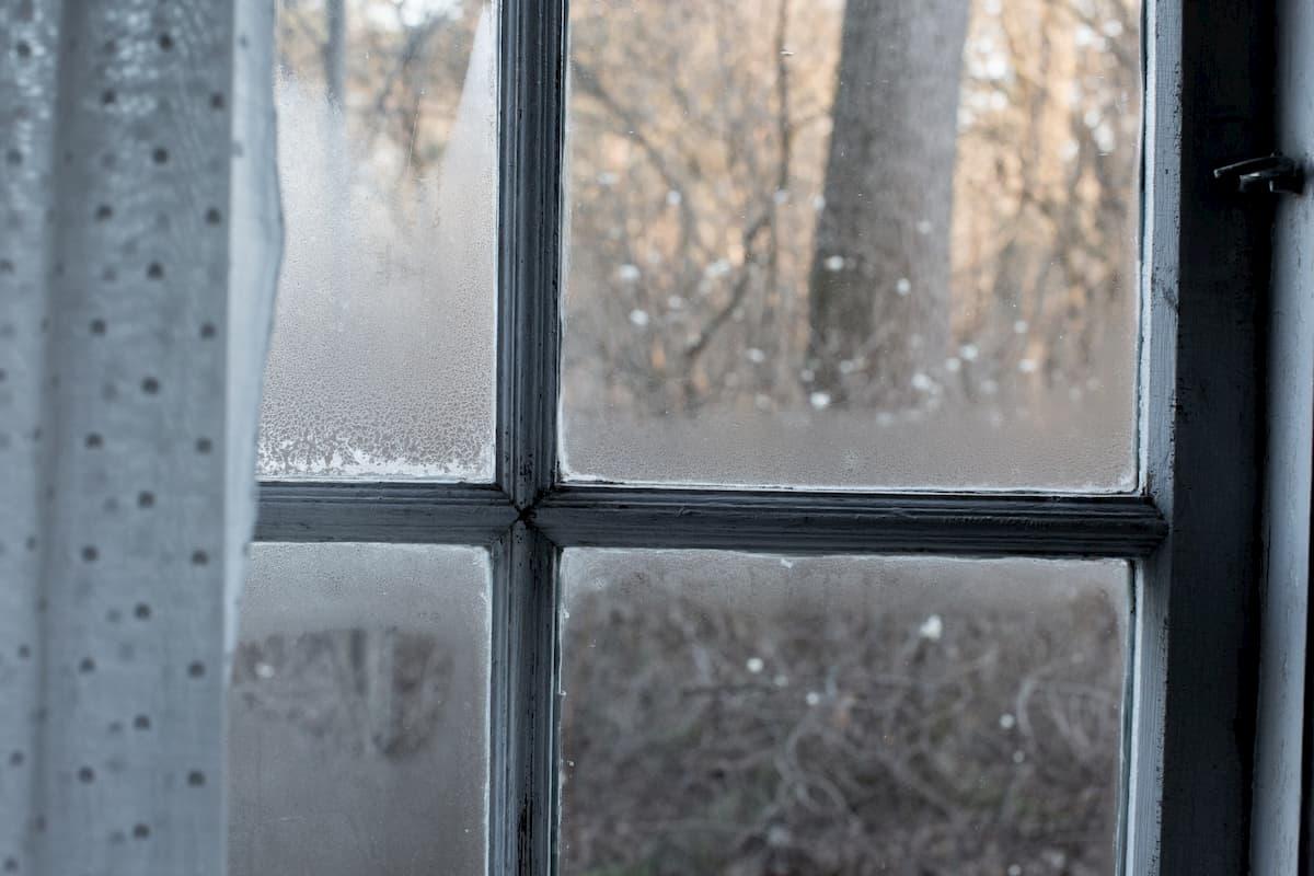 結露・凍結した窓